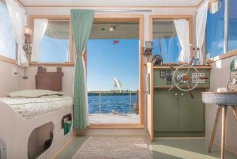 House Boat Nomad
